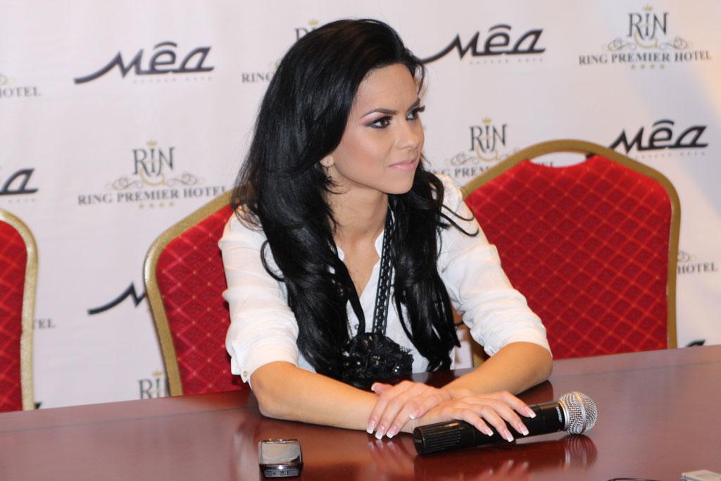 http://inna-mp3.narod.ru/FOTO/conferinta-rusia2.jpg
